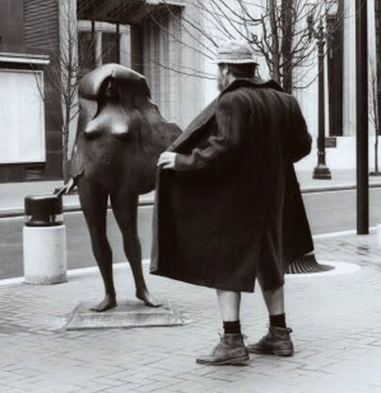A man flashing a statue.
