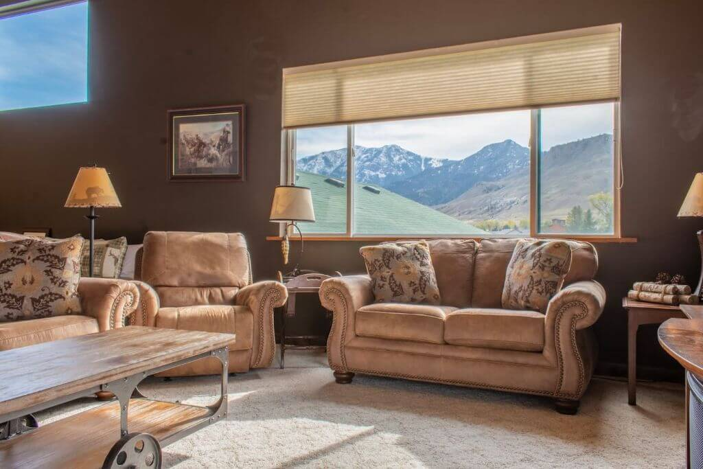 log home yellowstone airbnb